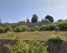 L'attuale parco giochi, visto da Viale Strozzi, che sarà riconvertito in un'area per cani