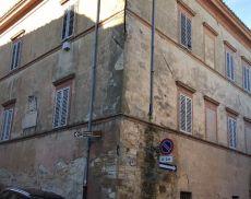 Il Palazzo Vescovile di Montalcino, costruito nel Quattrocento da Papa Pio III Piccolomini e passato a fine 2018 all'imprenditore e viticoltore Pasquale Forte