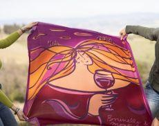 Il foulard disegnato da Carlotta Parisi per il Consorzio del Brunello