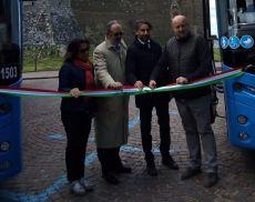 Presentazione dei nuovi bus Tiemme davanti alla Fortezza di Montalcino