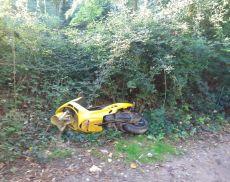 Lo scooter abbandonato nel parcheggio gratuito di Porta Cerbaia
