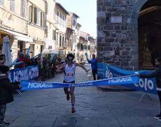 Gabriele Pace all'arrivo in Piazza del Popolo a Montalcino