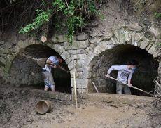 Volontari in azione per ripulire Fonte Pressa