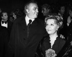 Il celebre regista romagnolo con la compagna di una vita