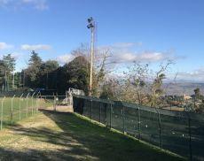 Il pessimo stato del manto del campo sportivo di Montalcino