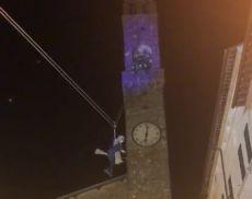 L'arrivo della Befana in Piazza del Popolo, a Montalcino