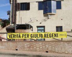 Lo striscione per Giulio Regeni a San Giovanni d'Asso