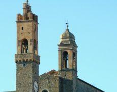 """Le """"due torri"""" di Montalcino: quella di Palazzo Comunale e il campanile della chiesa di Sant'Agostino"""