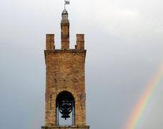 """La Torre del Palazzo Comunale """"baciata"""" dalla fortuna"""