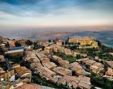 Una splendida veduta aerea di Montalcino