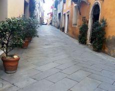 A novembre le arterie del centro storico di Montalcino iniziano a svuotarsi