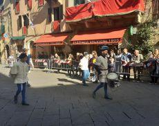 Il Pianello sfila verso Piazza del Popolo
