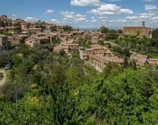 Una veduta panoramica di Montalcino