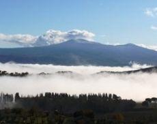Una vista sul Monte Amiata da Montalcino
