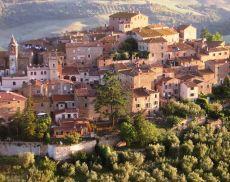 Una panoramica sul borgo di Montisi