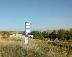 La fermata del bus tra Montisi e San Giovanni d'Asso
