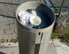 La fontanella usata come cestino