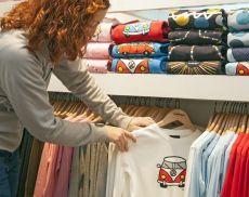 Un negozio di abbigliamento (foto da Pixabay)