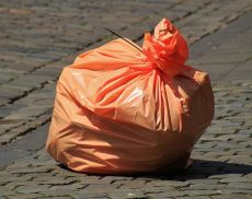 Un sacchetto di rifiuti (foto Pixabay)