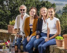 Furio Fabbri e Benedetta Pasini, proprietari di Beatesca, con le figlie Beatrice e Francesca