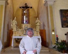 Le indicazioni di don Antonio, parroco di Montalcino, sul come passare la Pasqua 2020 a casa