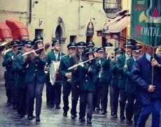 La Filarmonica Puccini in azione a Montalcino