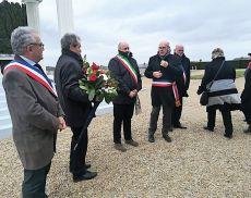 Un momento della cerimonia dei caduti con la visita e la deposizione della corona