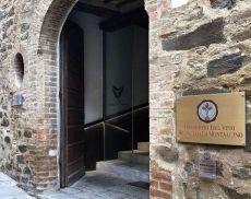 L'ingresso della sede del Consorzio del Vino Brunello di Montalcino