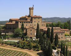Una suggestiva veduta di Castello Banfi